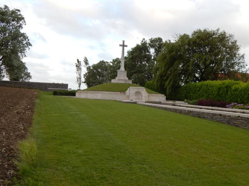 A la découverte des mémoriaux et cimetières militaires - Page 4 Dscn4410
