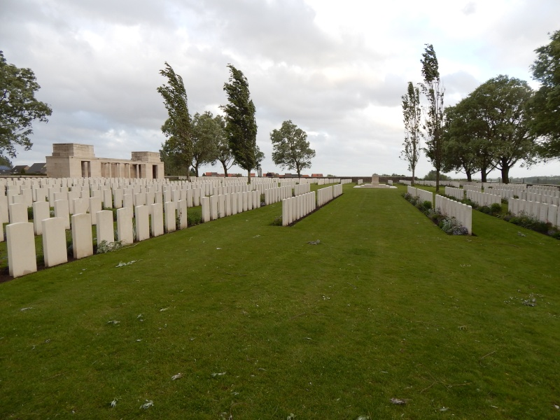 A la découverte des mémoriaux et cimetières militaires - Page 4 Dscn4413