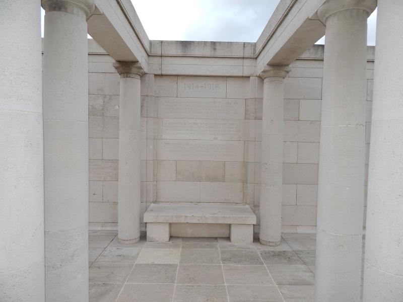 A la découverte des mémoriaux et cimetières militaires - Page 4 Dscn4414