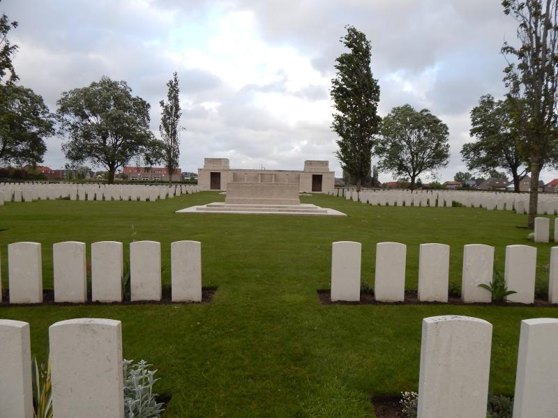A la découverte des mémoriaux et cimetières militaires - Page 4 Dscn4415