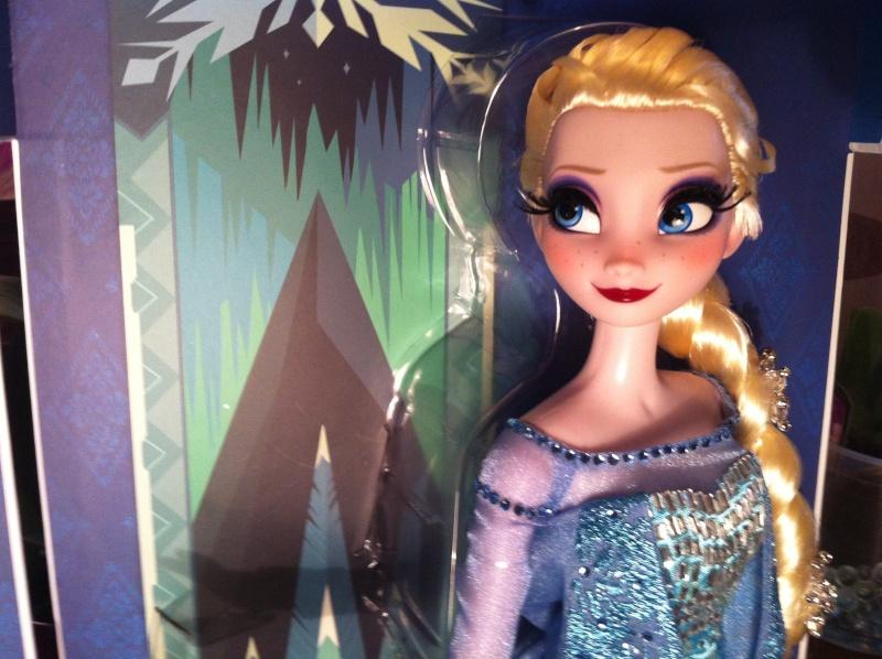 Disney Store Poupées Limited Edition 17'' (depuis 2009) - Page 38 Img_1315