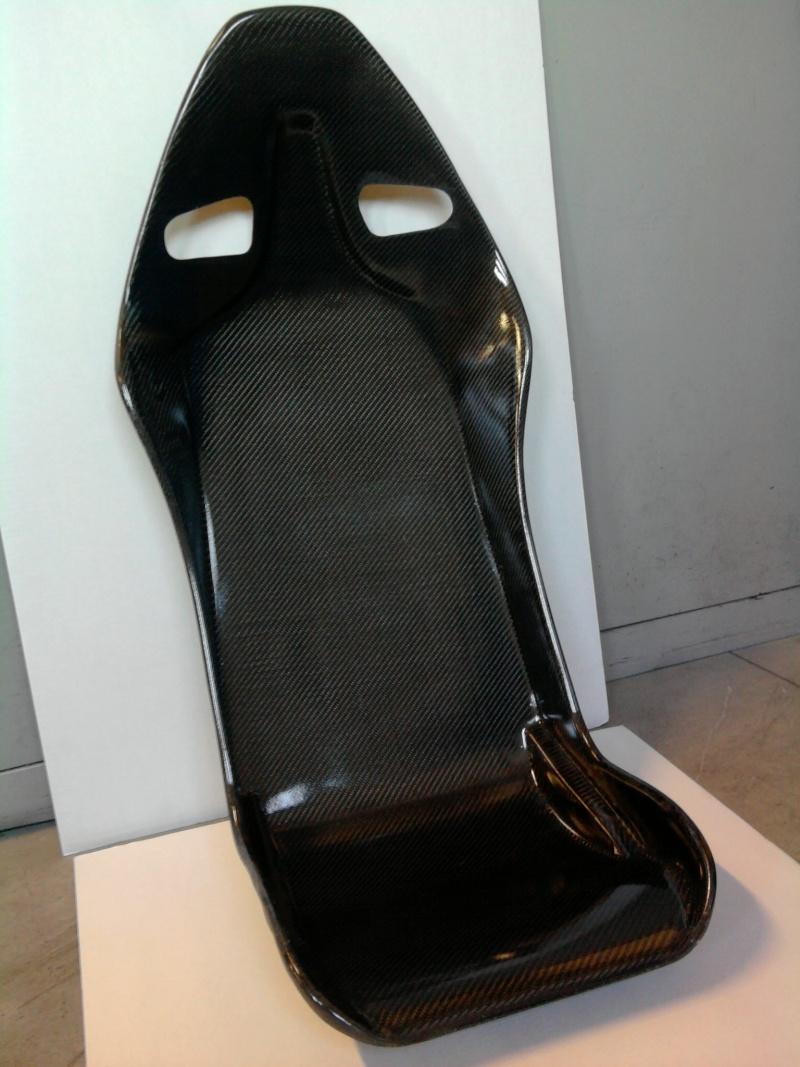 vendo o scambio i miei sedili in carbonio Foto0011