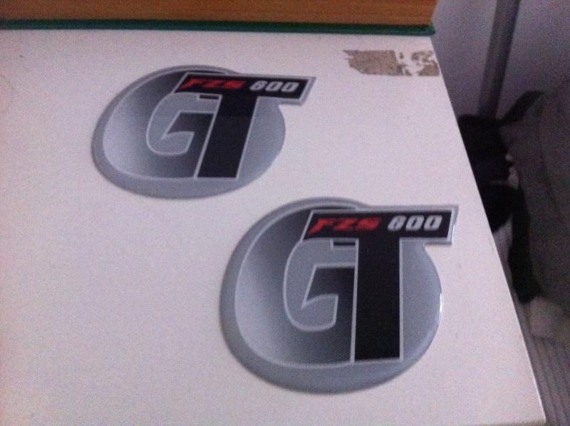 A vendre selle confort et stickers fz6 gt 02211