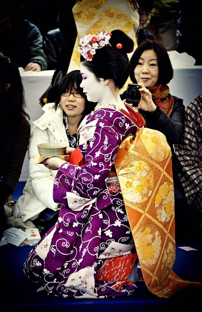 Tracking down maiko/geisha who wore your hikizuri! Purple10