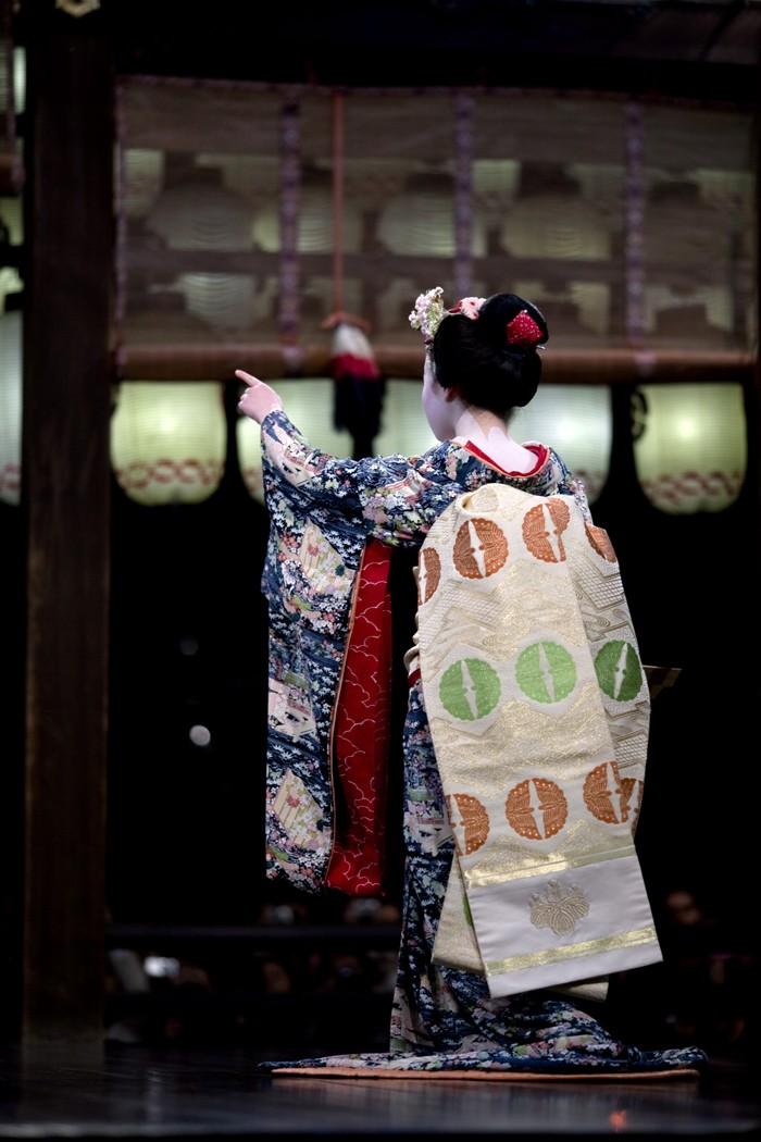 Tracking down maiko/geisha who wore your hikizuri! Umehis10
