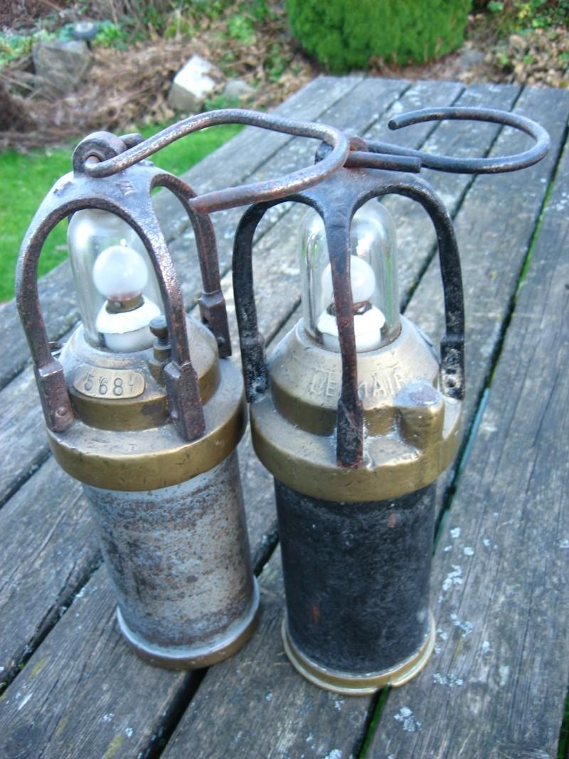 lampes de mineurs,  divers objets de mine, outils de mineur et documents  00316