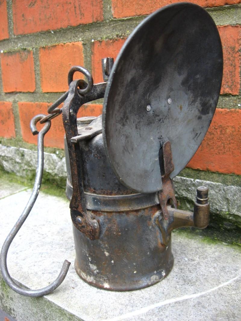 lampes de mineurs,  divers objets de mine, outils de mineur et documents  00319