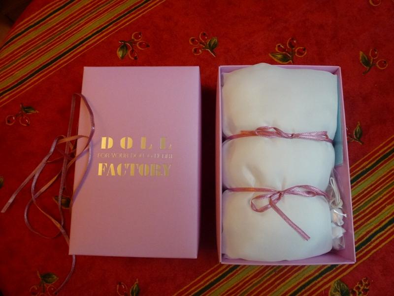 Au chat... et à la souris... Millie a reçu ses cadeaux de Noël... page 2. P1070418
