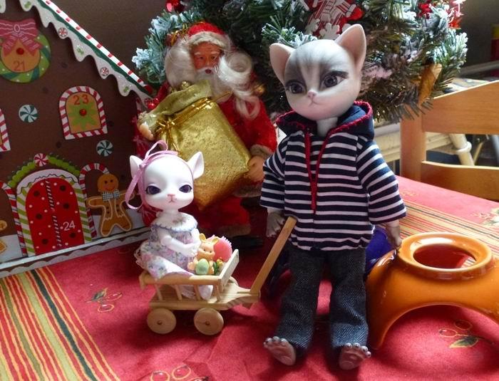 Au chat... et à la souris... Millie a reçu ses cadeaux de Noël... page 2. P1070431