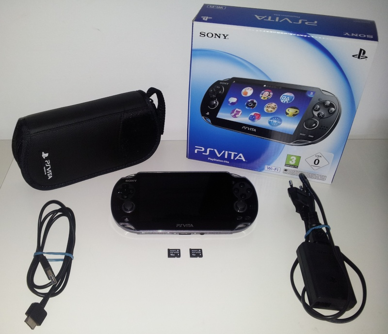 [Vend] Console SONY PS Vita comme neuve + Housse + carte mémoire 16 Go + carte mémoire 4 Go 20140313