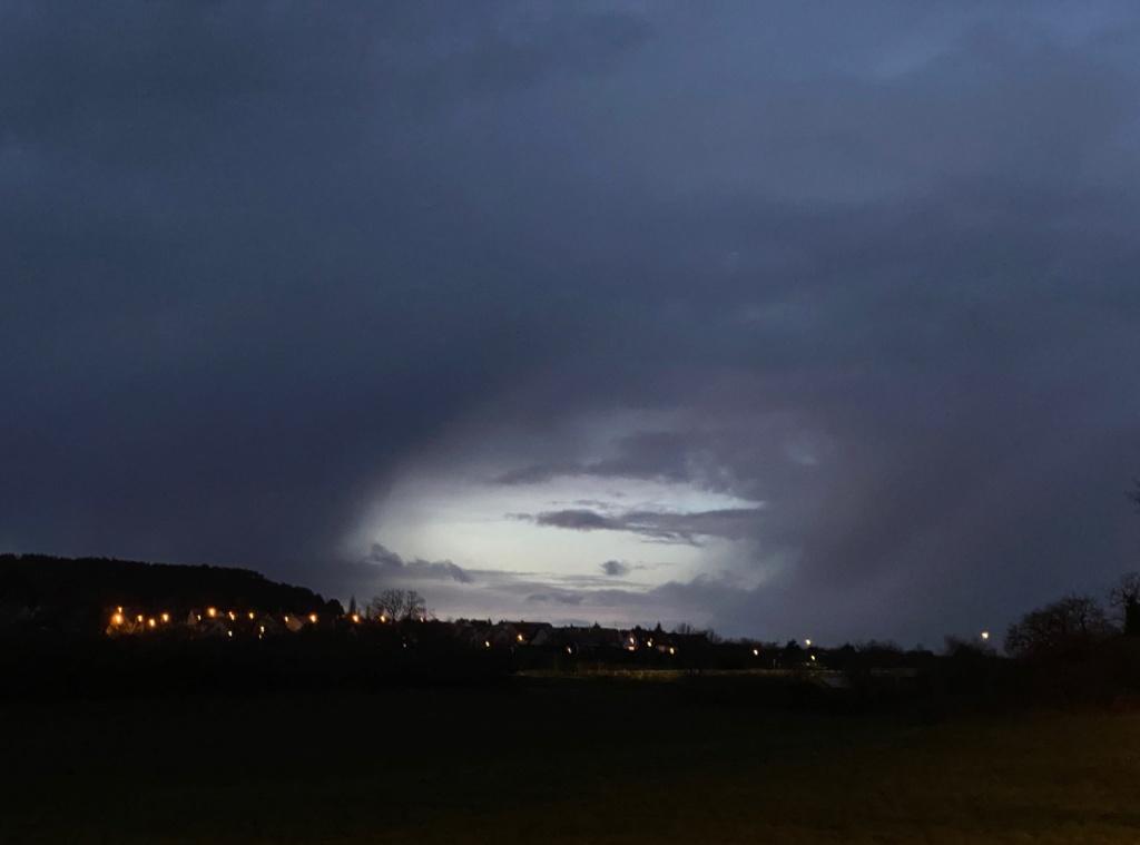 Ce soir ciel sombre Img_5911