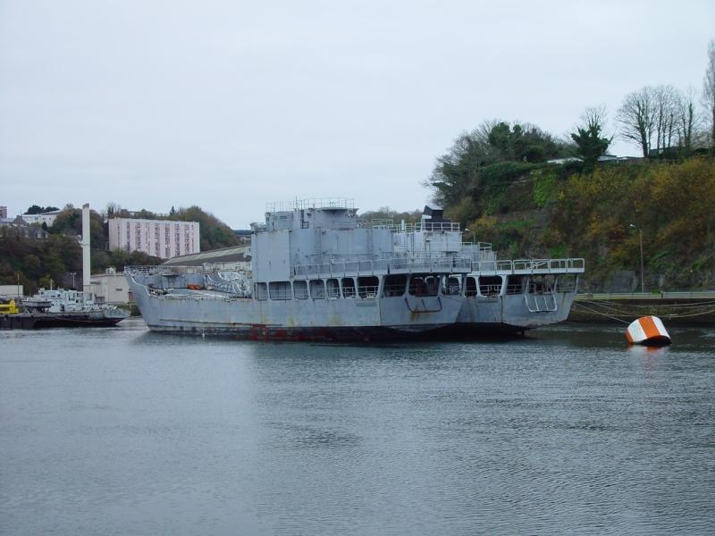[Les ports militaires de métropole] Port de BREST - Page 5 Dsc00222
