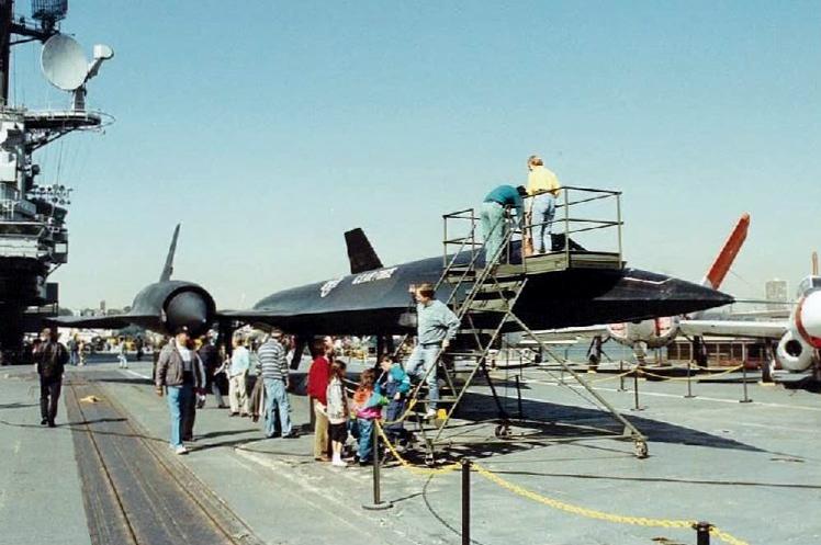 Visite de l'USS INTREPID EN 1992 Img-9229