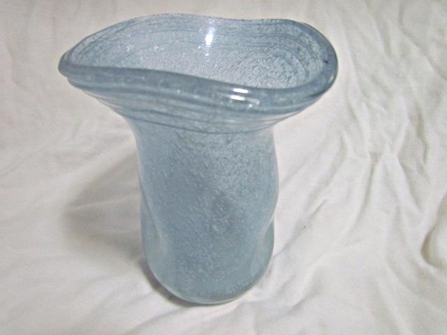 Pulegoso Neodymium Glass Vase Img_3112