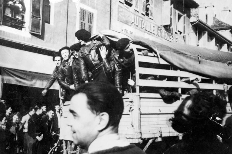 11 novembre 1943 : le défilé d'Oyonnax 395510