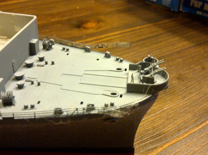 USS Essex CV-9 1:350 Img-2206