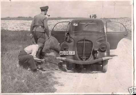 automobile en uniforme - Page 5 512