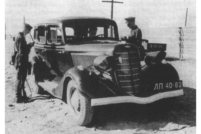 automobile en uniforme - Page 5 Gaz-m110