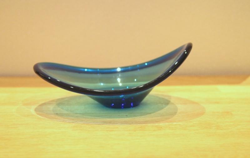 Blue glass plate. Scandinavian? Img_2610