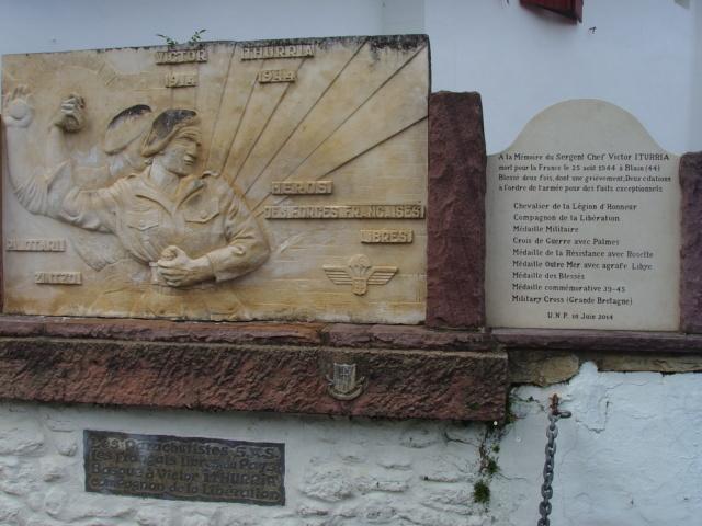 Une plaque monumentale à Sare 64 Ssl28343
