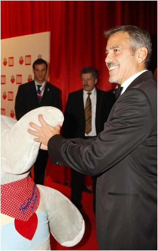 George Clooney in Berlin at the Ein Herz Fuer Kinder charity gala. December 2008 06-12_10