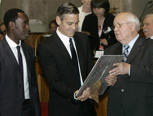 George Clooney & Don Cheadle Honored By Nobel Prize Recipients - November 2007 07-12_20