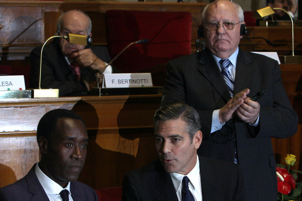 George Clooney & Don Cheadle Honored By Nobel Prize Recipients - November 2007 07-12_26