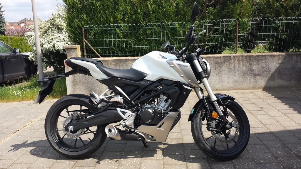 Honda CB125R Blanche 20180511