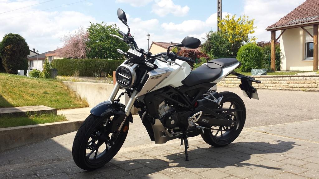 Honda CB125R Blanche 20180512
