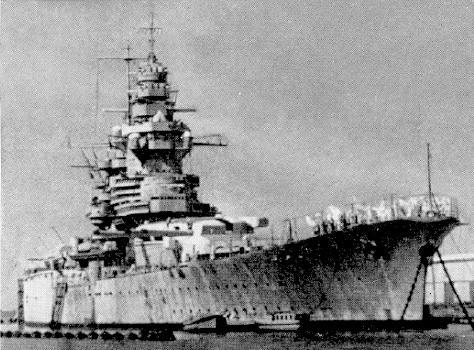 Diorama du Richelieu a Dakar 1941-42 Trumpeter  au 350em 2eme partie Richel12