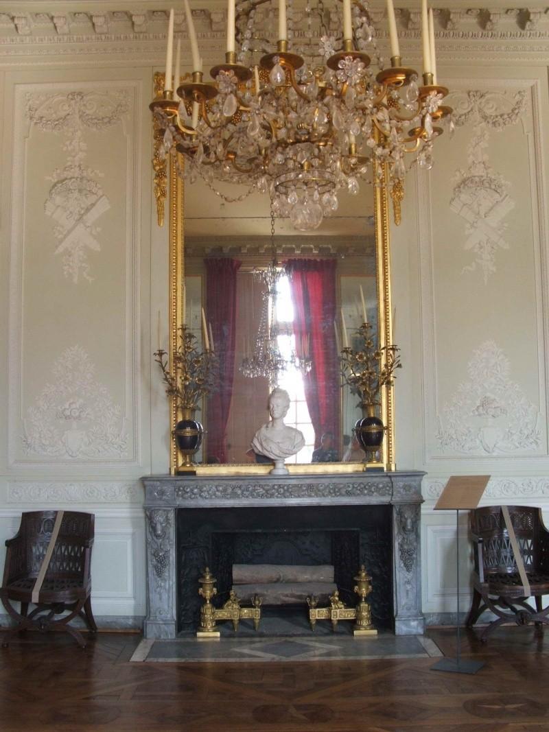 La visite du Petit Trianon: La salle à manger - Page 2 03_par13