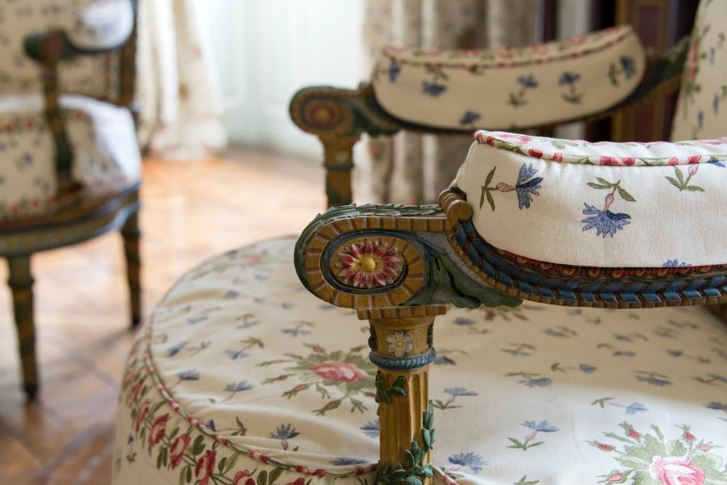 Trianon - La visite du Petit Trianon: La chambre de la Reine Petit115