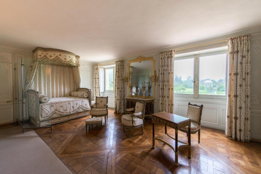 Trianon - La visite du Petit Trianon: La chambre de la Reine Petit123