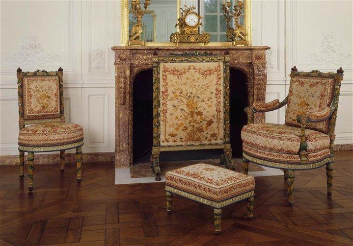 Trianon - La visite du Petit Trianon: La chambre de la Reine Petit_81