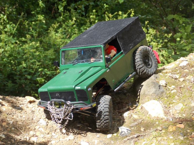 Mon AXIAL SCX10 Dingo Defend11