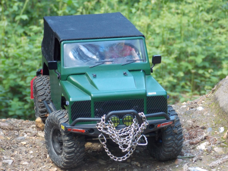 Mon AXIAL SCX10 Dingo Defend13