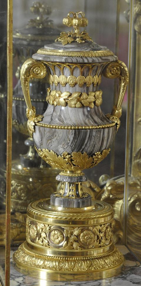 Collection de Marie-Antoinette d'objets et meubles en bois pétrifié  Cha_1610
