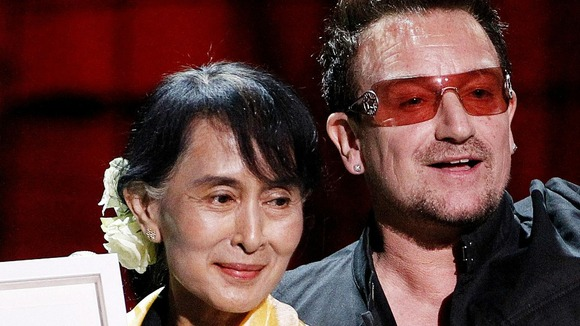 04 - Walk On Bono__10