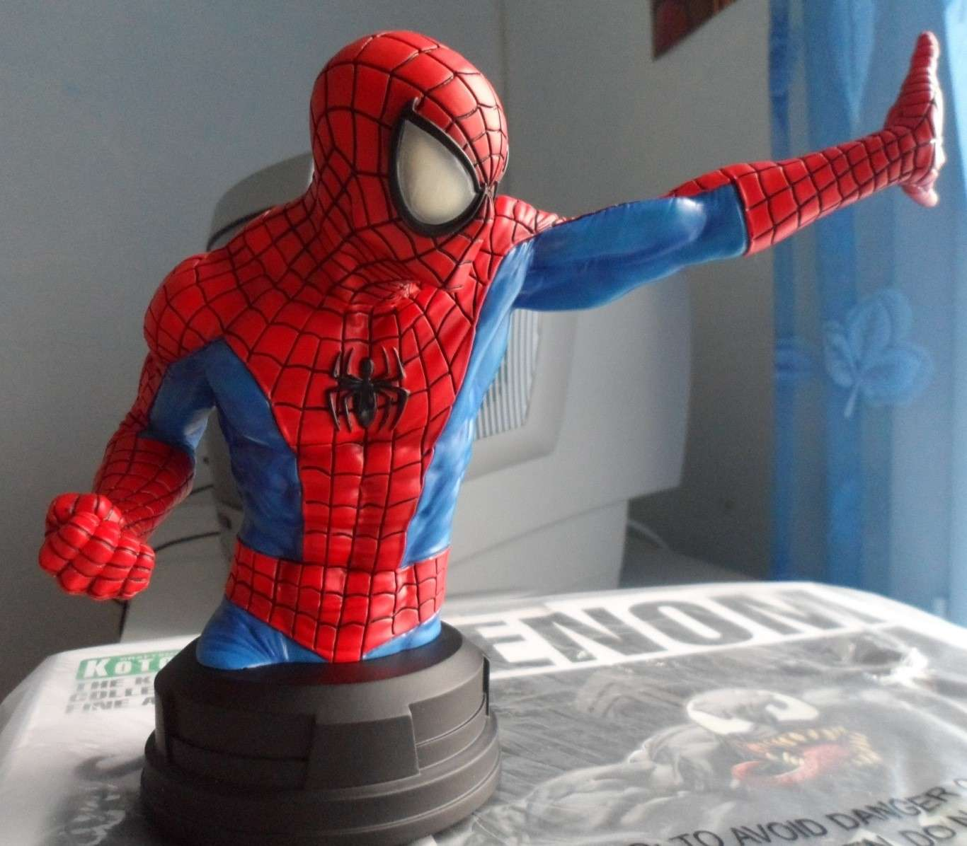 SPIDERMAN RED AND BLUE MINI BUST GENTLE GIANT Spider11