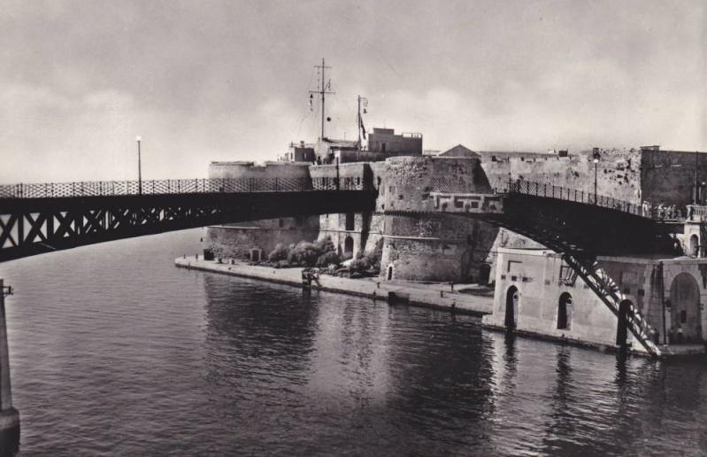 Bureau Naval Secondaire J de Tarente 581_0010