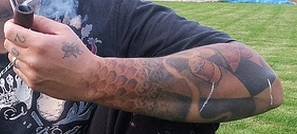 La galerie des tatouages des hôtes du manoir Chouch10