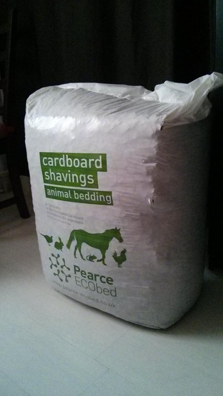 Retours sur une litière peu connue : la litière en carton ! - Page 2 Img_2012