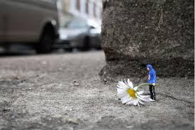 Slinkachu [Street Art] - Page 2 Fleur_10
