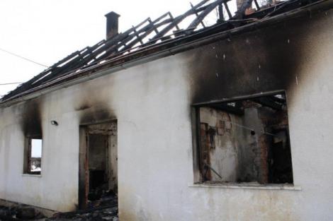 Vatra progutala kuću u Crnom Kamanju Img_3610