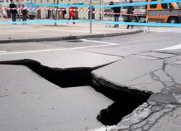 Rupa u asfaltu Rupa1_10