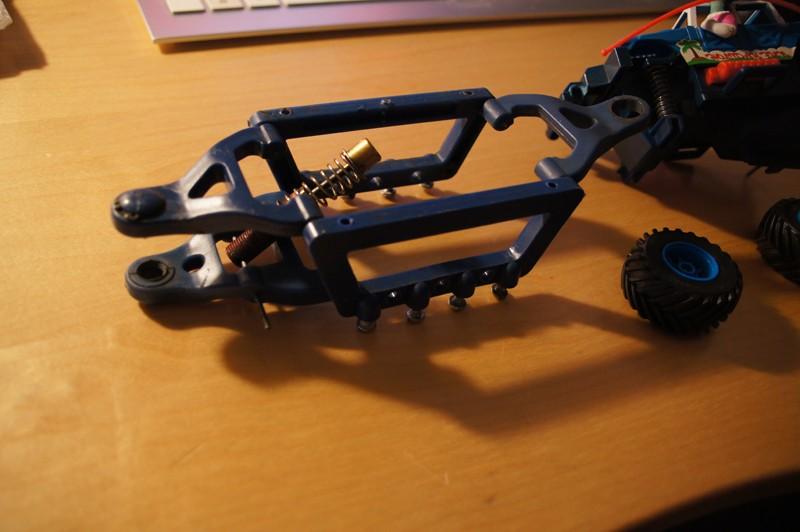 Barres anti wheeling Revo/E-Revo autre que Traxxas Traina11