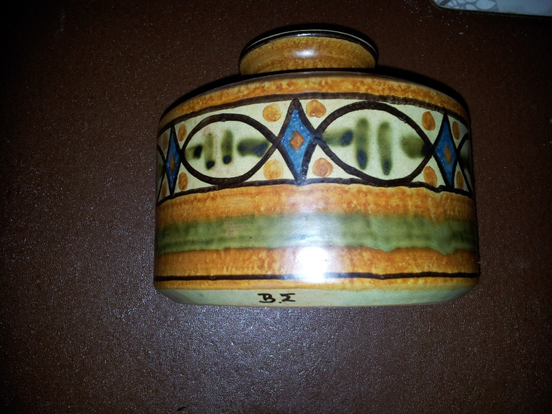 Vase with BM or BE signature Bm_pot11