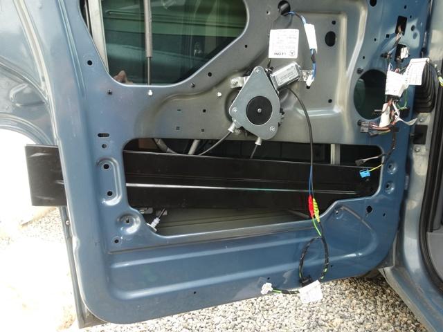 Remplacement mécanisme vitre avant gauche 2410