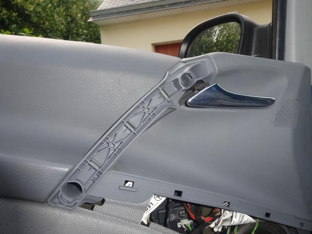 Remplacement mécanisme vitre avant gauche 612