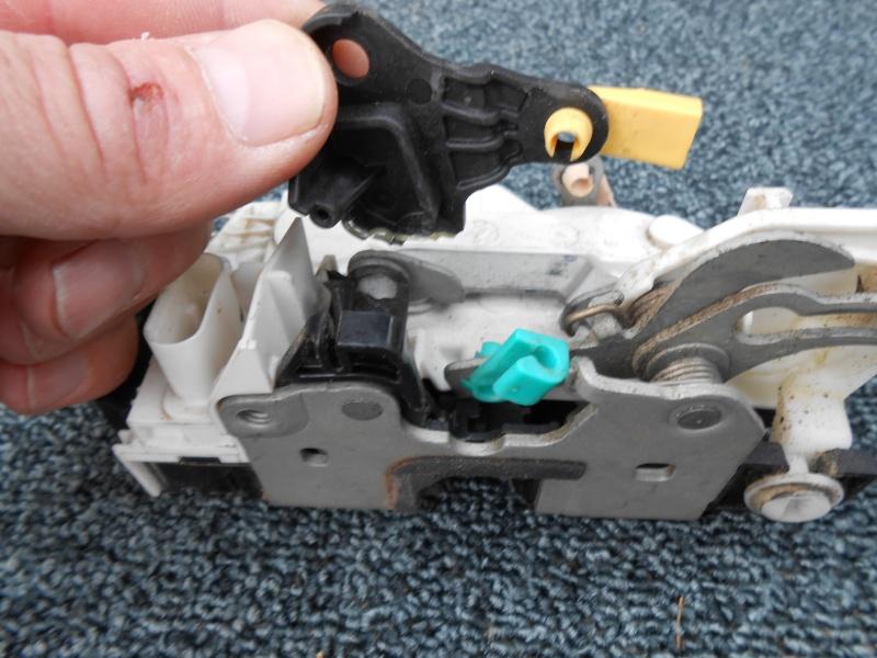 verrouillage - verrouillage centralisé porte arrière gauche Dscn0120